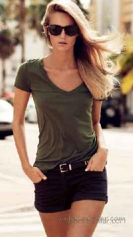 Sokak Modası Günlük Kombinler Siyah Kısa Şort Yeşil Kısa Kollu V Yakalı Tişört