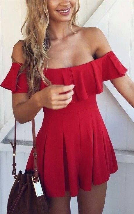 Kırmızı Elbise Modelleri Kısa Straplez Düşük Kol Fırfırlı