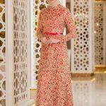 Tesettür Abiye Elbise Modelleri Kırmızı Uzun Belinden Kemerli Desenli