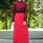 Tesettür Abiye Elbise Modelleri Kırmızı Uzun Üst Kısmı Siyah Boncuk İşlemeli