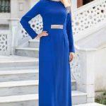 Tesettür Abiye Elbise Modelleri Saks Mavisi Uzun Yakası ve Beli Taş İşlemeli
