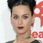 Topuz Modelleri, Katy Perry ikiz topuzlarıyla harika bir görünüm yakalamış.