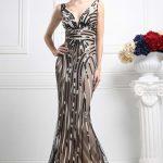 Uzun Abiye Elbise Modelleri Düğünlerin Vazgeçilmez Kıyafetleri Kahverengi Uzun Kalın Askılı Desenli