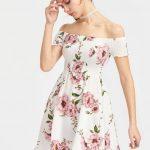 2020 Yazlık Kısa Elbise Modelleri Beyaz Kısa Omzu Açık Düşük Kol Lastikli Yaka Desenli