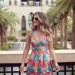 2020 Yazlık Kısa Elbise Modelleri Krem Kısa Kalın Askılı Derin V Yakalı Güpürlü