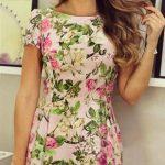 2020 Yazlık Kısa Elbise Modelleri Pembe Kısa Kayık Yaka Kısa Kollu Çiçek Desenli