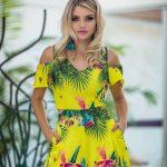 2020 Yazlık Kısa Elbise Modelleri Sarı Kısa V Yakalı Kısa kollu Omuz Detaylı Cepli Desenli