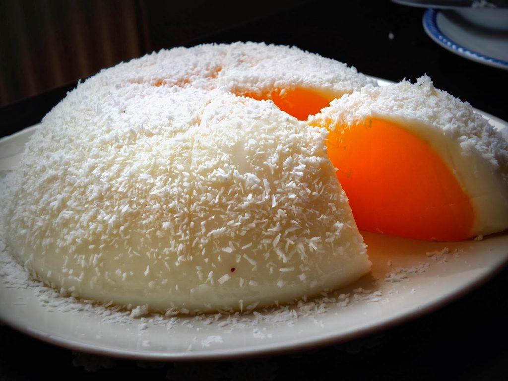 Deve Kuşu Yumurtası Tatlısı Sunumu İle Herkesi Şaşırtacak!