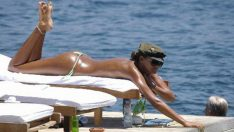 Eda Taşpınar Miami'de Üstsüz Güneşlenirken Fena Yakalandı!