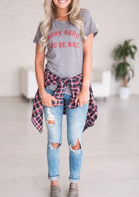 Kot Pantolon Kombinleri Mavi Yırtık Pantolon Gri Kısa Kollu Tişört