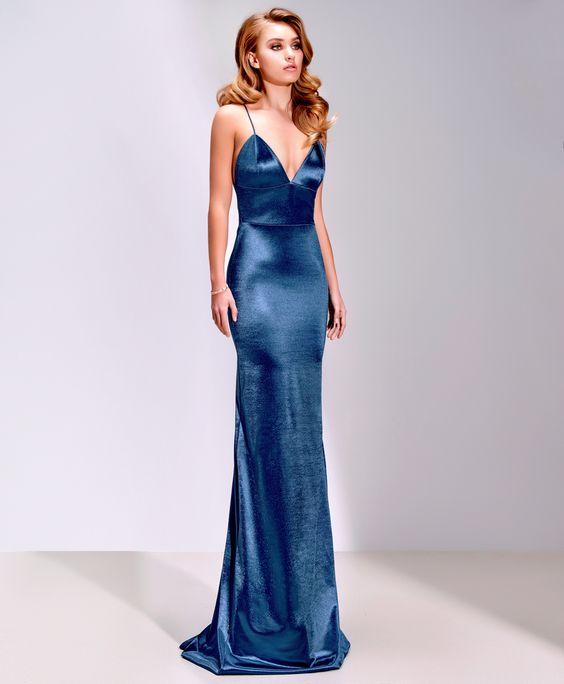 3ef62aaf27039 Saten Elbise Modelleri Mavi Uzun İp Askılı Göğüs Dekolteli Sade ...