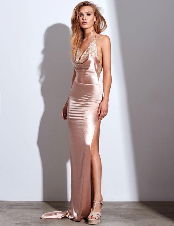 2020 Saten Elbise Modelleri Pembe Uzun Askılı Degaje Yaka Yandan Derin Yırtmaçlı