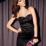 Saten Elbise Modelleri Siyah Kısa Straplez Kalp Yaka Taş İşlemeli
