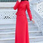 Tesettür Abiye Elbise Kırmızı Uzun Üst Kısmı Çiçek Güpür Dantelli