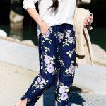 Çiçekli Pantolon Modelleri Lacivert Cepli Bilekten Yırtmaçlı