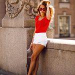 Şort Kombinleri Beyaz Kısa Yırtık Şort Kırmızı Kısa Kollu Bluz