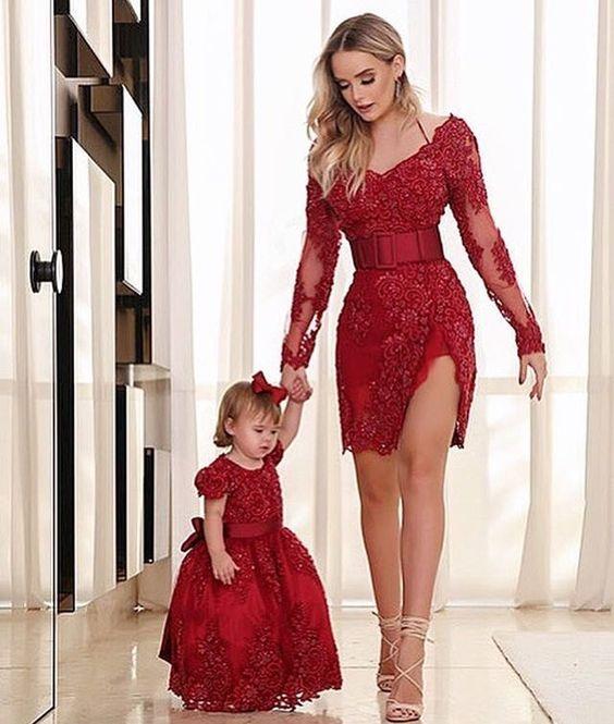 Anne Kız Kıyafetleri Kırmızı Kısa Geniş V Yakalı İşlemeli Kemerli
