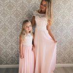 Anne Kız Kıyafetleri Pembe Uzun Kolsuz Yuvarlak Yaka Güpür Dantelli