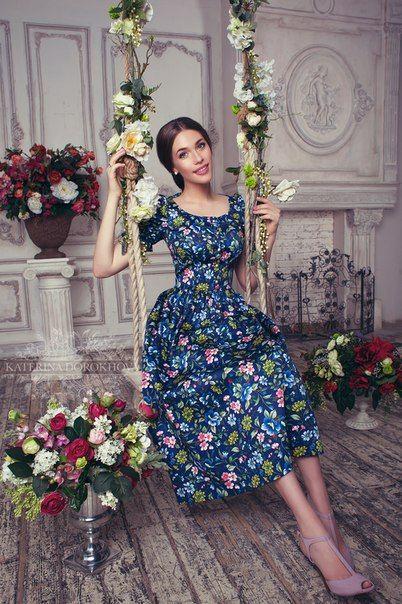 Basma Elbise Modelleri Lacivert Midi Kısa Kollu Geniş Yakalı Desenli