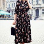 Basma Elbise Modelleri Siyah Midi Kayık Yaka Uzun Kollu Desenli