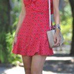 Desenli Elbise Modelleri Nar Çiçeği Kısa Askılı V Yakalı Desenli