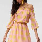 2019 Günlük Elbise Modelleri Pembe Kısa Boyun Askılı Yetim Kol Büzügülü Yaka Sarı Puantiyeli