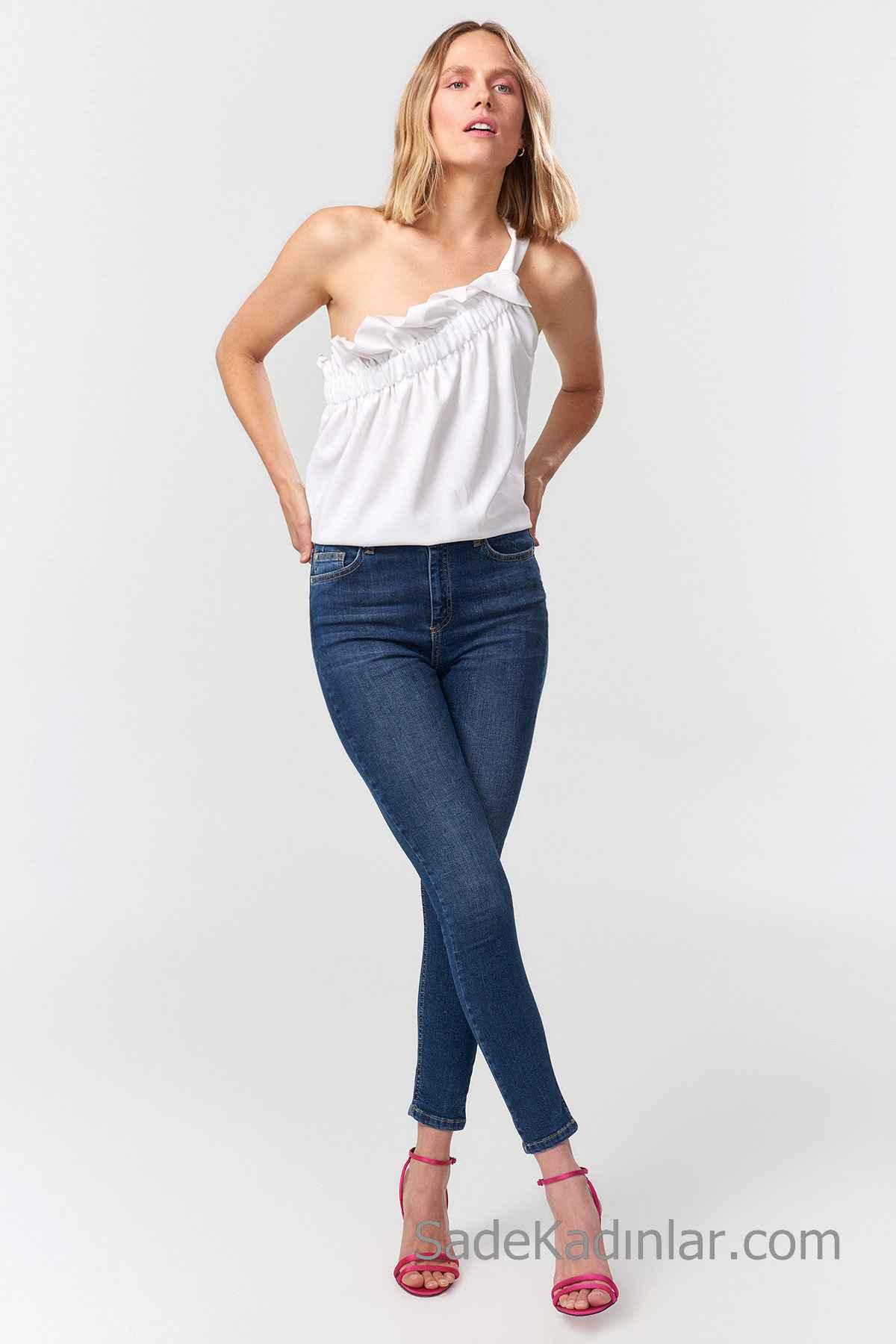 Pantolon Kombinleri Lacivert Dar Pantolon Beyaz Tek Askılı Omzu Açık Fırfırlı Bluz