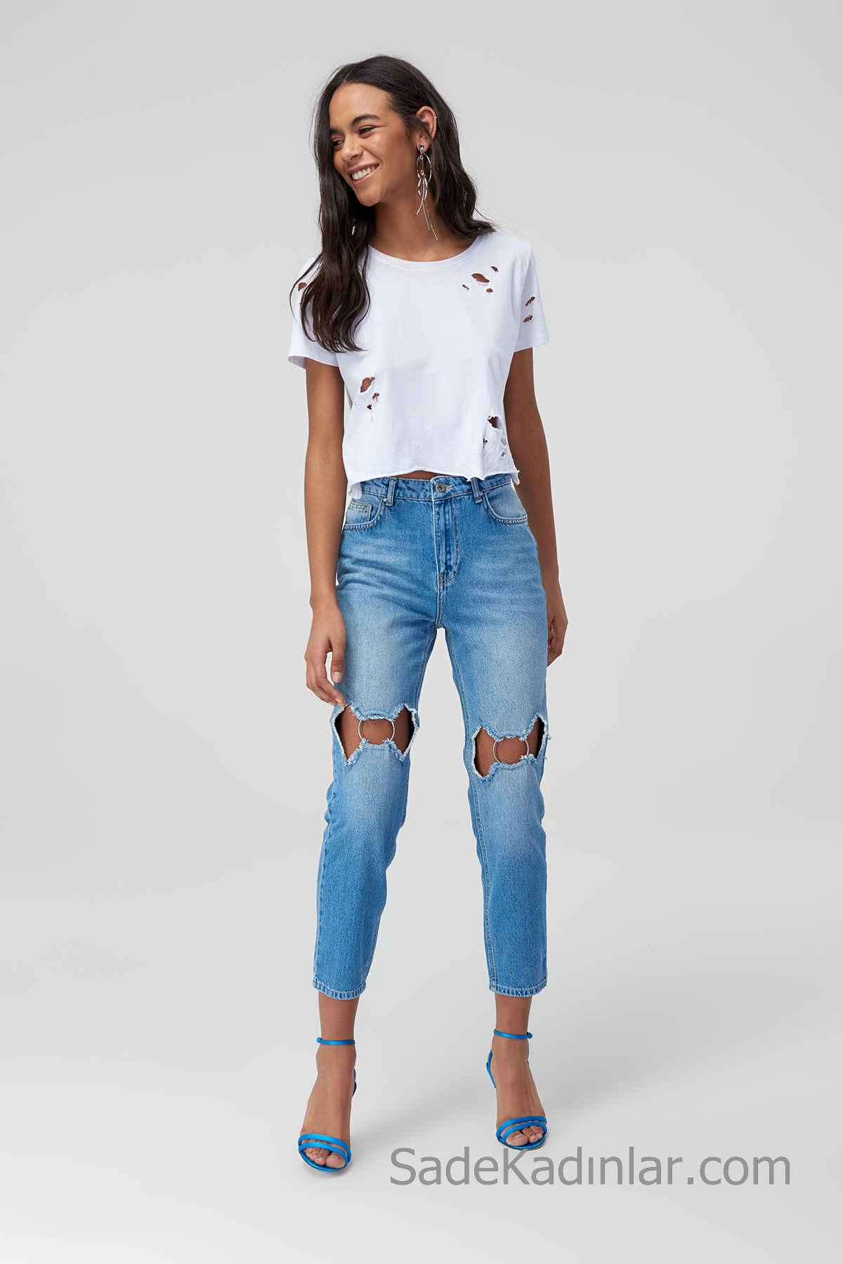 Pantolon Kombinleri Mavi Aksesuarlı Pantolon Beyaz Kısa Kollu Yırtık Tişört