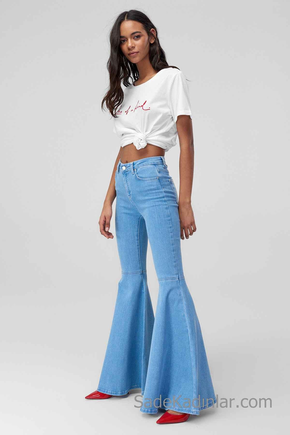 Pantolon Kombinleri Mavi İspanyol Paça Pantolon Beyaz Kısa Kollu Göbek Açık Tişört