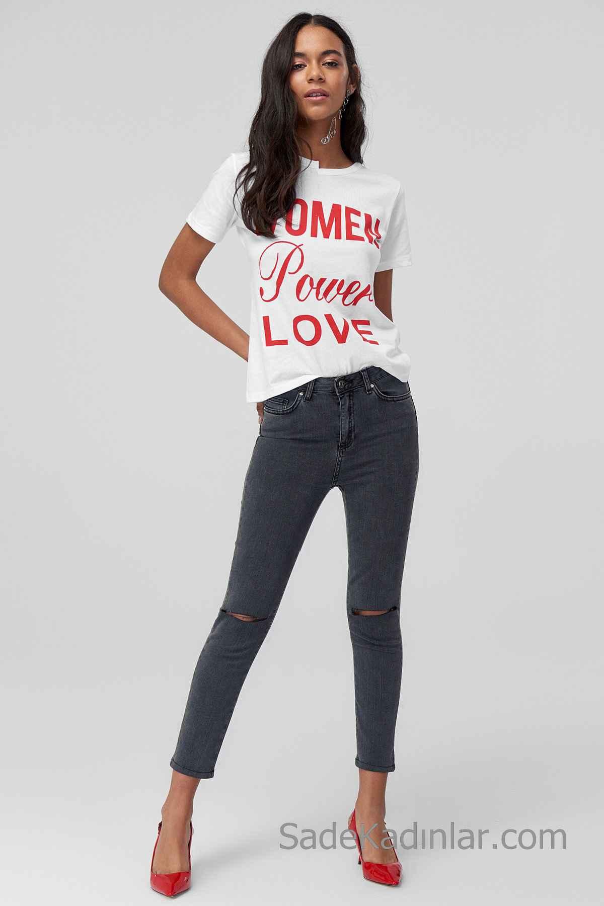 Pantolon Kombinleri Siyah Dizi Yırtık PAntolon Beyaz Kısa Kollu Yazı Detaylı Tişört