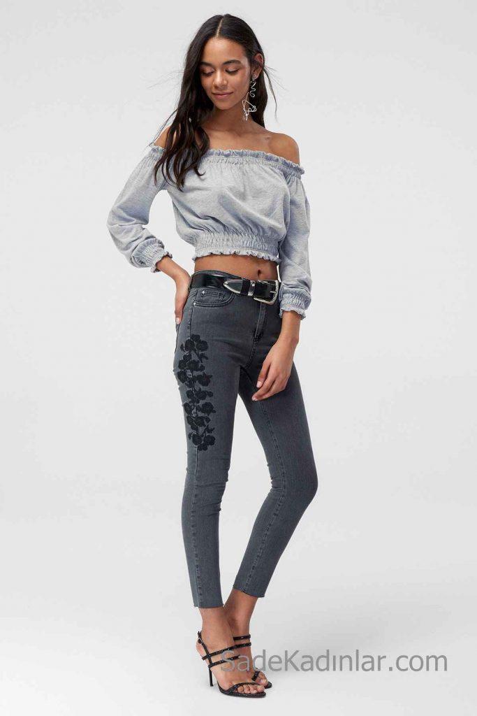Pantolon Kombinleri Siyah Nakışlı Pantolon Gri Omzu Açık Düşük Kol Lastikli Kısa Gömlek