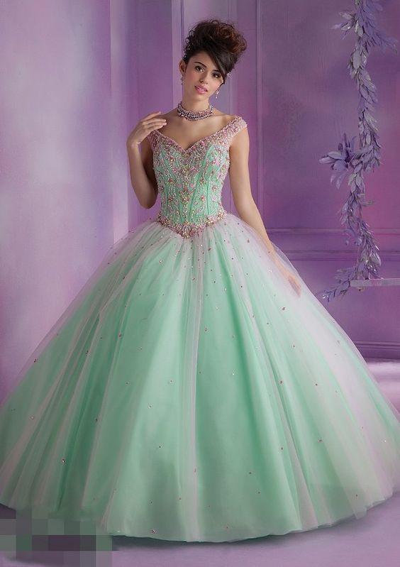 8f229597a513c Prenses Model Abiye Yeşil Uzun Geniş V Yakalı Kolsuz Taş İşlemeli
