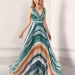 Pronovias 2019 Abiye Elbise Modelleri Yeşil Uzun Kalın Askılı V Yakalı Pileli Etek