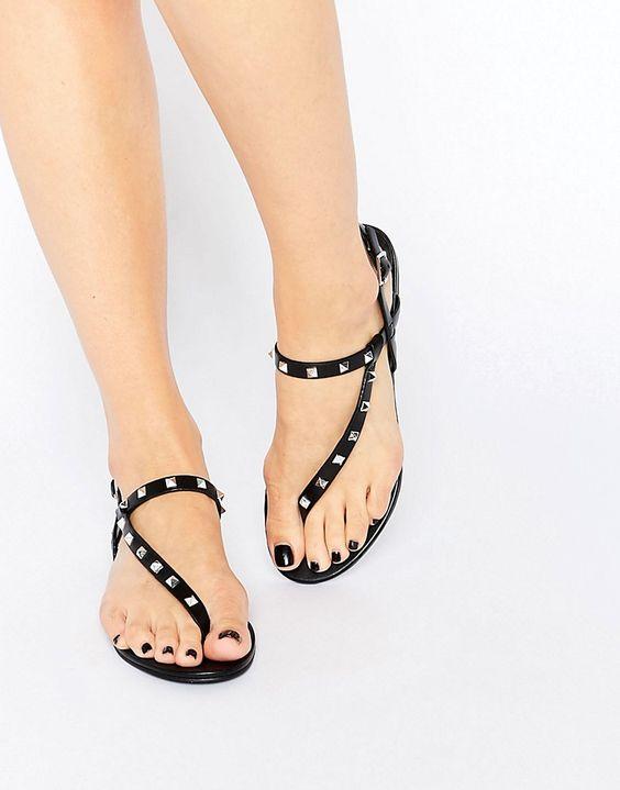 Sandalet Modelleri Siyah Parmak Arası Küçük Metal Taşlı Tokalı