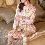 Saten Pijama Takımları Yavruağzı Uzun Kollu Gömlek Yaka Desenli