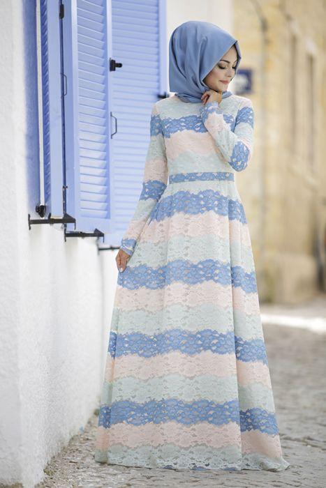 2021 Tesettür Abiye Modelleri Mavi Uzun Renk Bloklu Güpür Dantelli