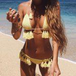 Örgü Bikini Modelleri Sarı Üçgen Boyundan Bağlamalı Püsküllü