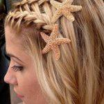 Örgü Saç Modelleri Yandan İkili Deniz Yıldızı Aksesuarlı