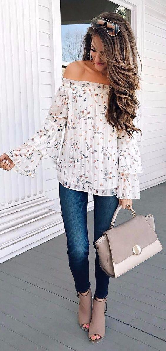 Bayanlar İçin Yazlık Şifon Gömlek Modelleri Beyaz Uzun Fırfırlı kollu Omzu Açık Desenli