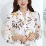 Şifon Gömlek Modelleri Beyaz Uzun Kollu V Yakalı Cepli Çiçek Desenli