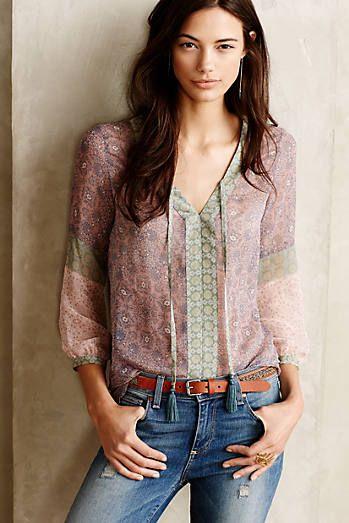 Bayanlar İçin Yazlık Şifon Gömlek Modelleri Yeşil Uzun Kollu V Yakalı Bağcıklı Desenli