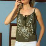 Askılı Bluz Modelleri Yeşil İp Askılı Şal Desenli Boncuklu