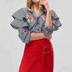 Etek Gömlek Kombinleri Kırmızı Kısa Bağlamalı Etek Siyah Yakalı Fırfrılı İşlemeli Gömlek