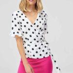 Etek Gömlek Kombinleri Pembe Kısa Etek Beyaz Kısa Kollu V Yakalı Puantiyeli Gömlek