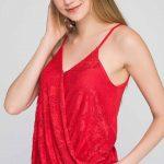 2020 Kırmızı Bluz Modelleri Askılı Kruvaze Yaka Dantelli