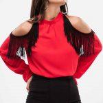 2020 Kırmızı Bluz Modelleri Uzun Kollu Omuz Dekolteli Püskül Detaylı