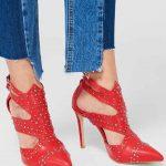 Kırmızı Topuklu Ayakkabı Modelleri Önü Kapalı Metal Aksesuar e