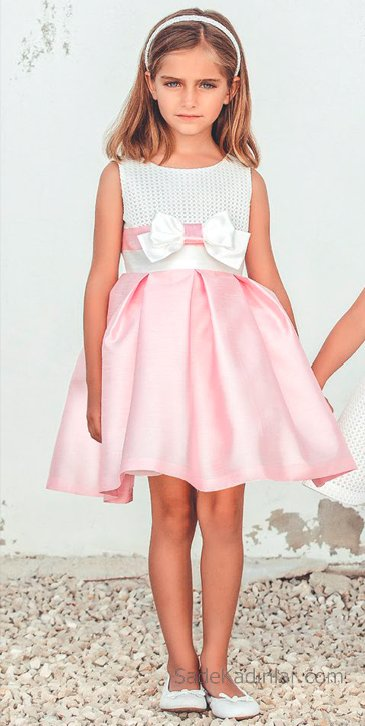 10 Yaş 2019 Kız Çocuk Abiye Elbise Modelleri Pembe ve Beyaz Kolsuz Kısa Kurdela Kemerli Kabarık Etekli