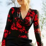 Kruvaze Bluz Modelleri Siyah Kırmızı V Yakalı Uzun Kollu Desenli