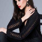 Siyah Gömlek Modelleri Uzun Kollu V Yakalı Aksesuar Detaylı